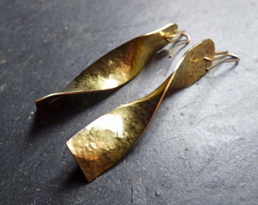 14ct gold twist earrings.